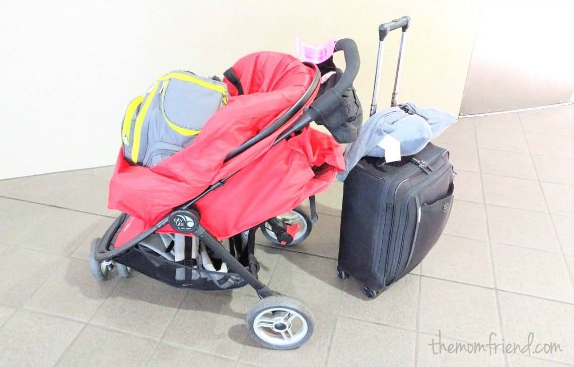 Great tips on how to pack light when traveling with a baby, using a capsule wardrobe and suggestions for what to pack for the next family vacation! | How to Travel Carry-on Only with a Baby: Guide to Packing Light | The Mom Friend