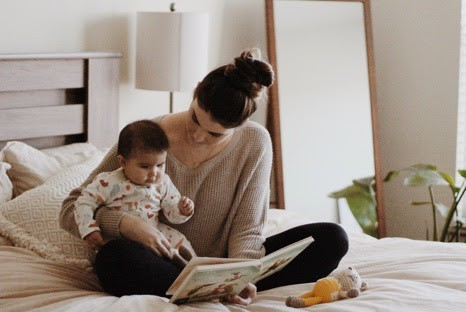 Best brain development activity for babies. Learn how reading helps babies development!