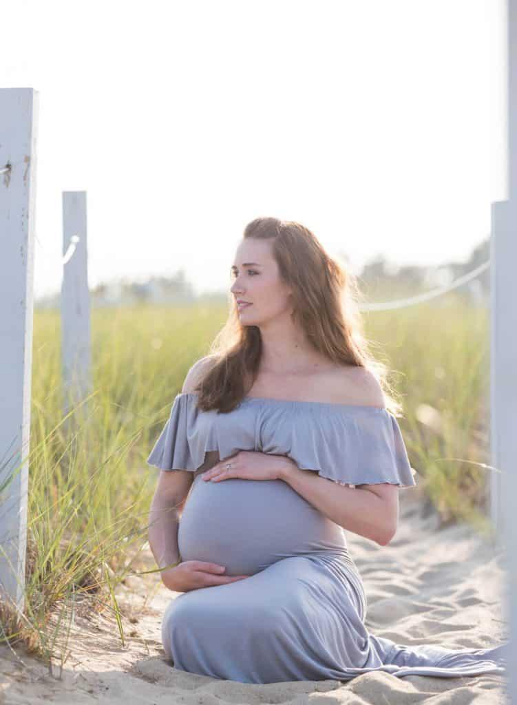 beach maternity photo shoot ideas and dress